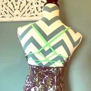 Lululemon abstract tank in Size 6 w/ green straps